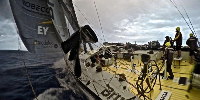 """""""Team Brunel"""" komanda sugebėjo atsikovoti jūrmyles, prarastas po susidūrimo su milžiniška žuvimi"""